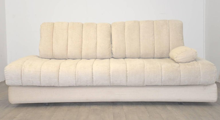 Discounted airfreight for our US and International customers ( from 2 weeks door to door)  The Cambridge Chair Company a highly desirable retro De Sede DS 85 daybed and sofa. Rarely available and built in the 1960s by De Sede craftsman in