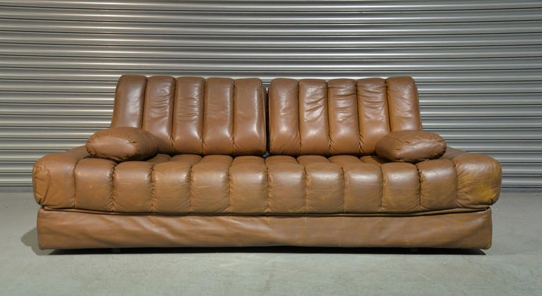 Discounted airfreight for our US and International customers ( from 2 weeks door to door)  We are delighted to bring to you a highly desirable retro De Sede daybed and sofa. Rarely available and hand built in the 1960s by De Sede craftsman in