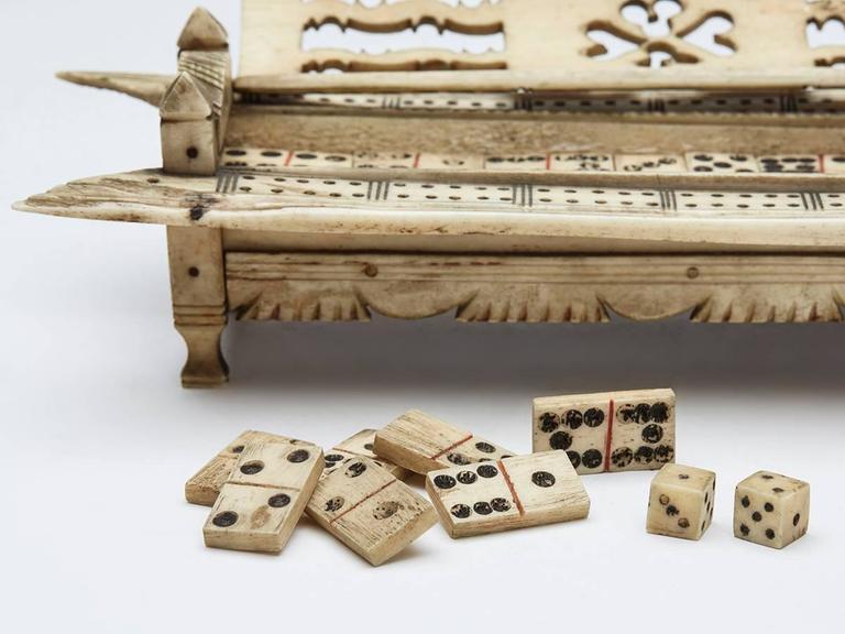 Napoleonic Prisoner of War Games Box, circa 1800 In Distressed Condition For Sale In Bishop's Stortford, Hertfordshire