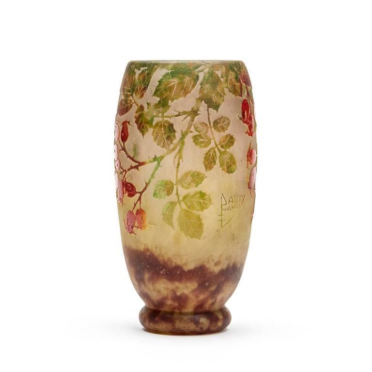 Daum Nancy Art Nouveau Rosehip Cameo Glass Vase, circa 1900 In Good Condition For Sale In Bishop's Stortford, Hertfordshire