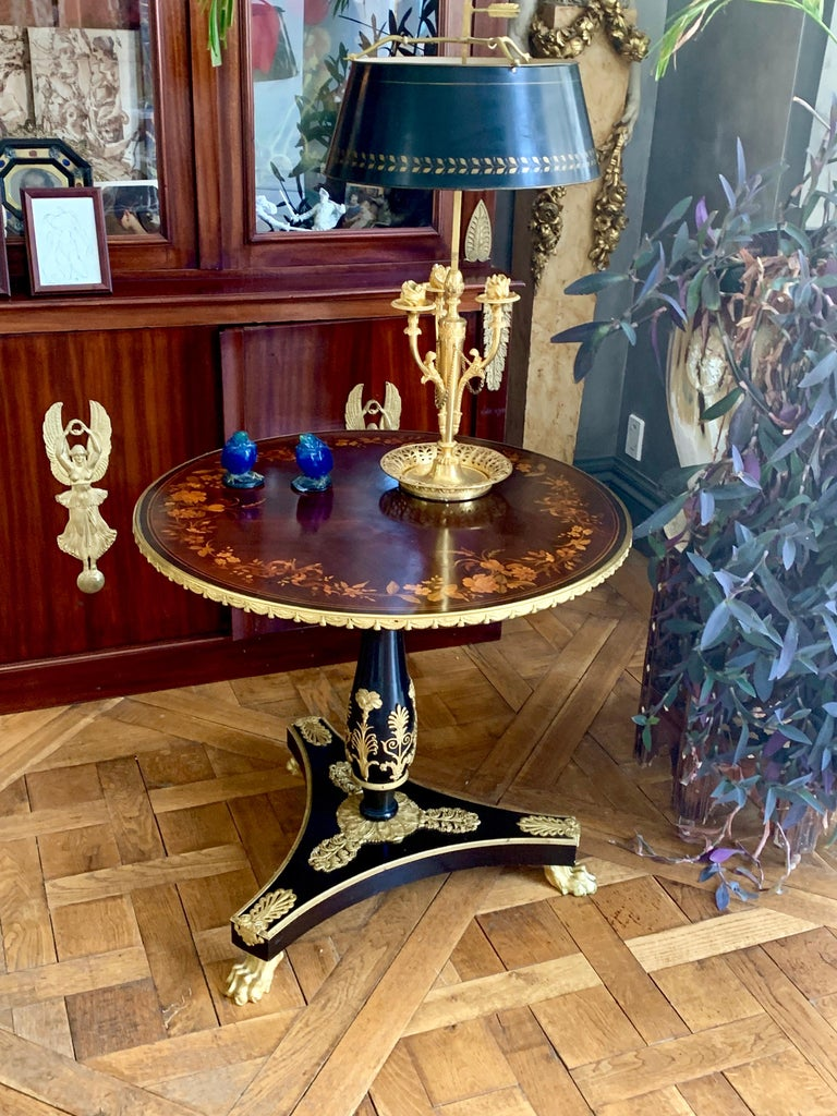 An Ormolu Mounted Side Table In Good Condition For Sale In Manchester, MA
