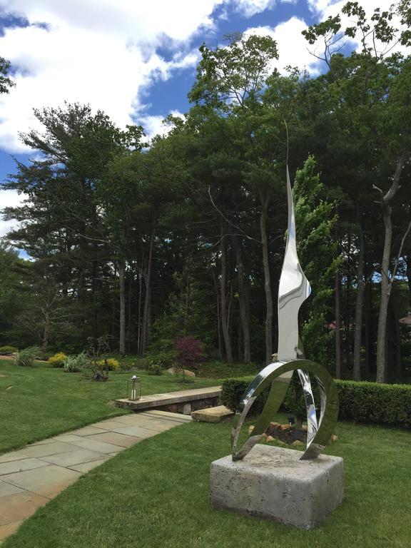 Dom Paragon is proud to represent World renowned Sculptor John Raimondi.