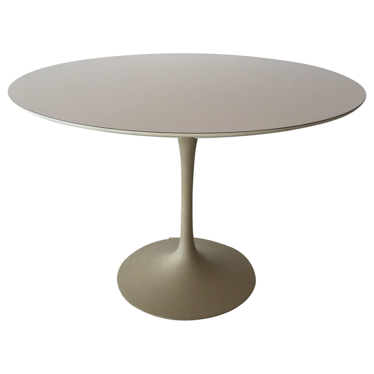 Eero saarinen for knoll associates 39 tulip 39 dining table for Tulip dining table