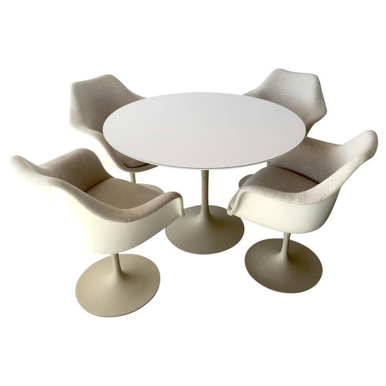 Eero saarinen for knoll associates 39 tulip 39 dining table for Knoll and associates