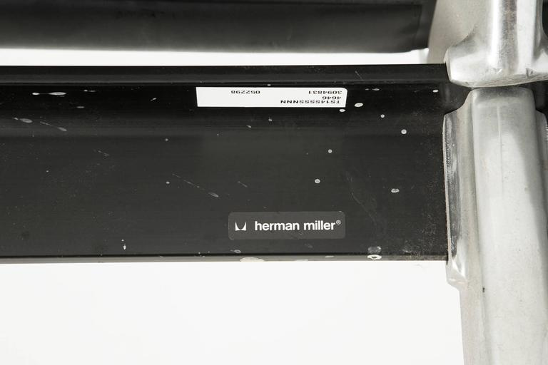 Aluminum Tandem Sling by Ray and Charles Eames for Herman Miller, Four-Seat For Sale