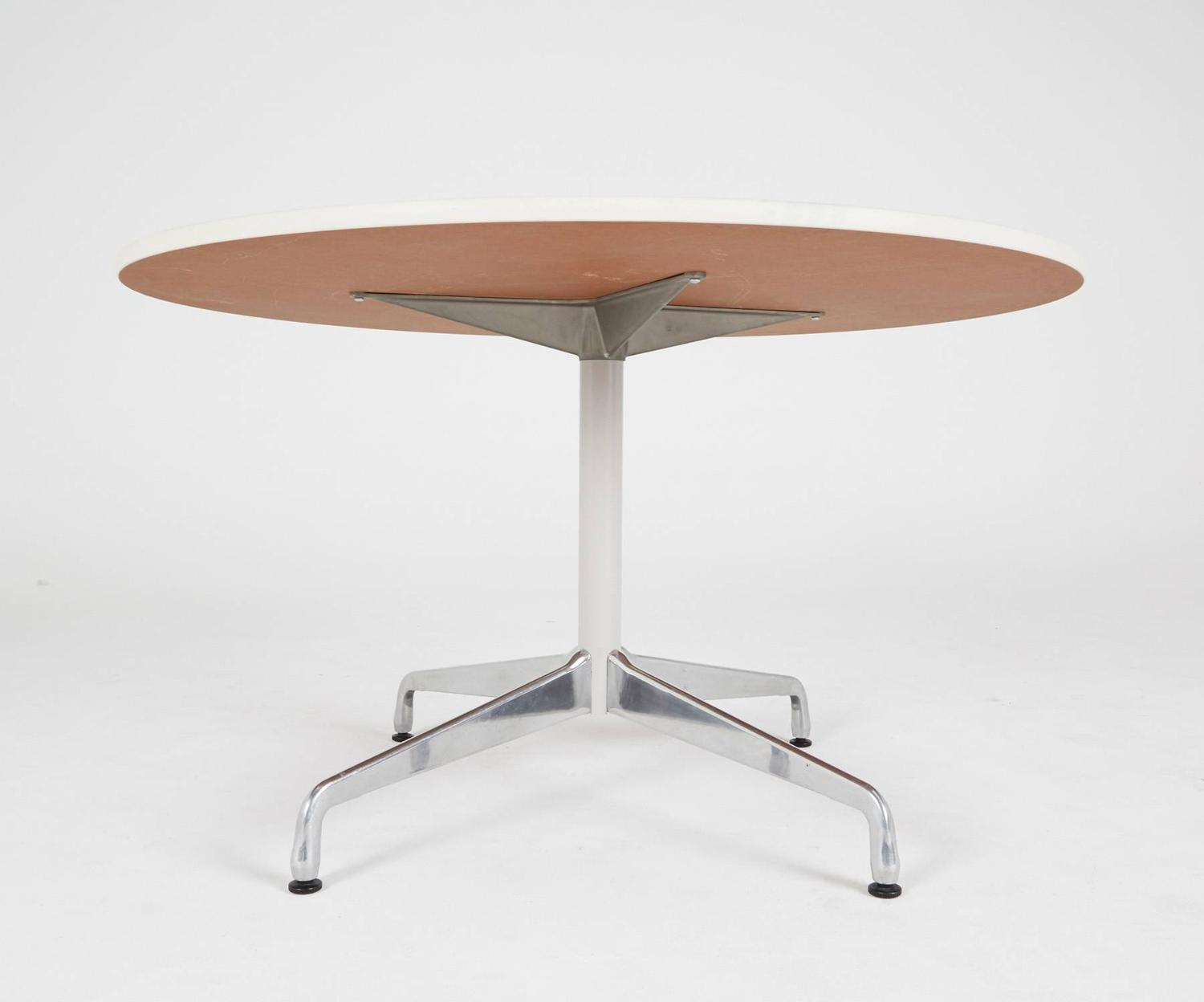 eames for herman miller round dining or breakfast table on sale at 1stdibs. Black Bedroom Furniture Sets. Home Design Ideas