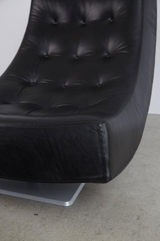 Large Modern Tufted Black Leather Swivel Scoop Lounge Chairs, Pair, circa 1980 For Sale 3