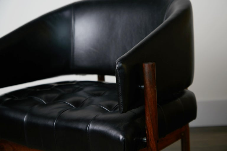 Original Jorge Zalszupin Rosewood & Leather Armchairs, Produced in 1972, Brazil For Sale 6