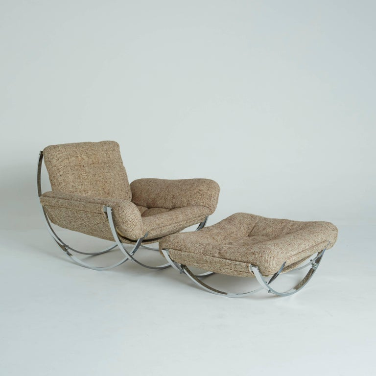 A wonderful floating tan wool sculptural lounge chair and ottoman by Lennart Bender, 1970s. 