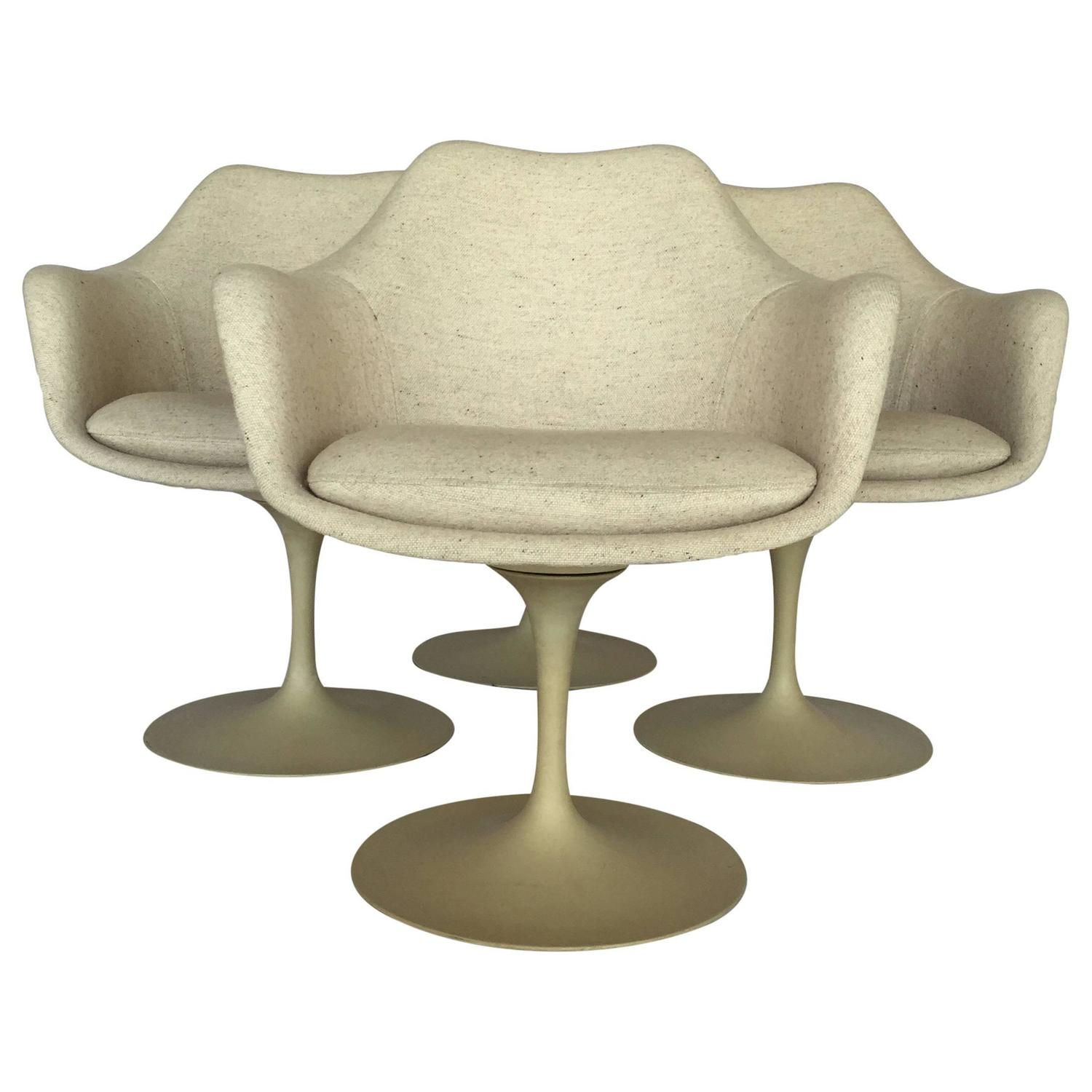 Seasonal deal tulip table and chair dining set by eero saarinen for knoll for sale at 1stdibs - Tulip chairs for sale ...