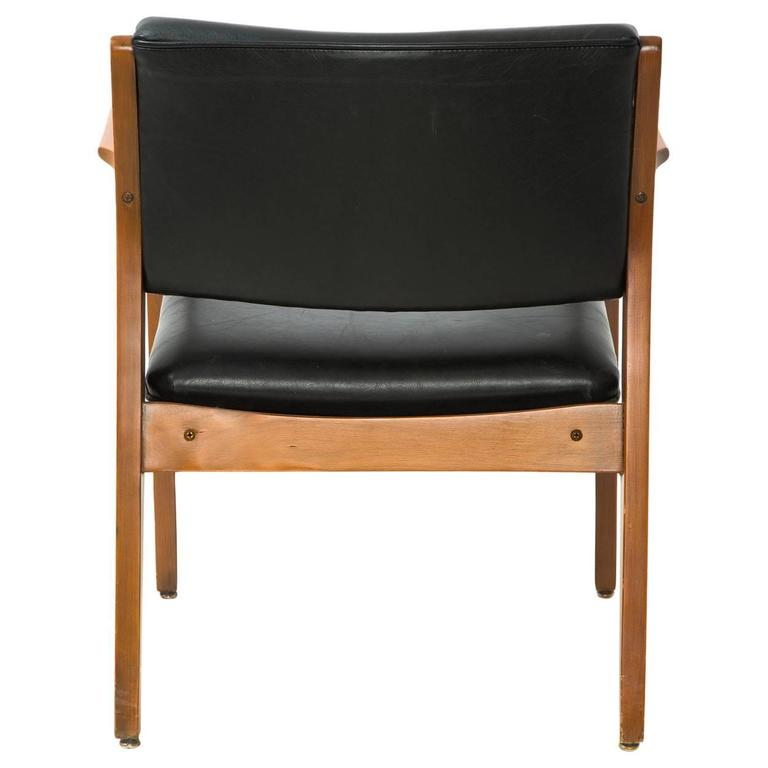Danish Mid-Century Modern Armchair in Black Leather In Excellent Condition For Sale In Los Angeles, CA