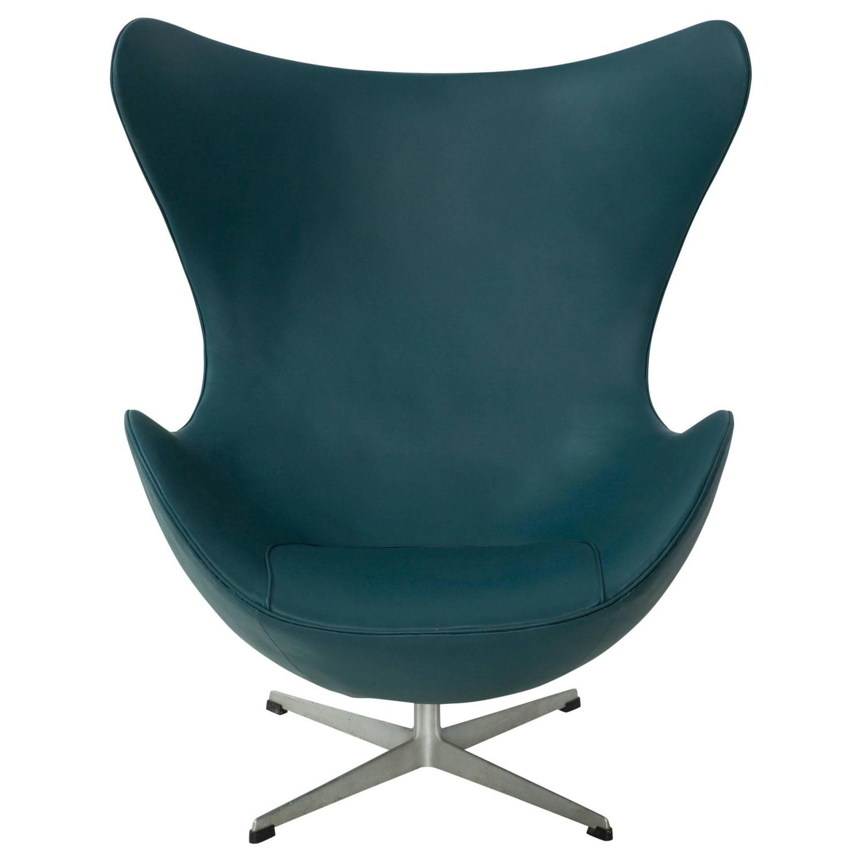 Early Arne Jacobsen Egg Chair for Fritz Hansen in Teal Spinneybeck