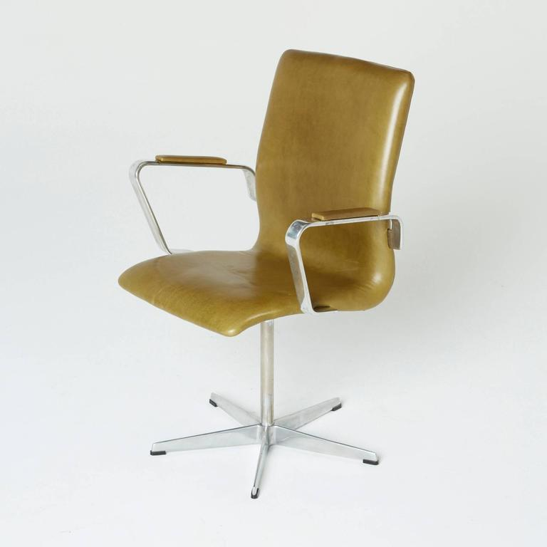 leather oxford chairs by arne jacobsen for fritz hansen early production for sale at 1stdibs. Black Bedroom Furniture Sets. Home Design Ideas
