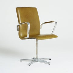 Leather Oxford Swivel Chairs by Arne Jacobsen for Fritz Hansen, 1973, Signed
