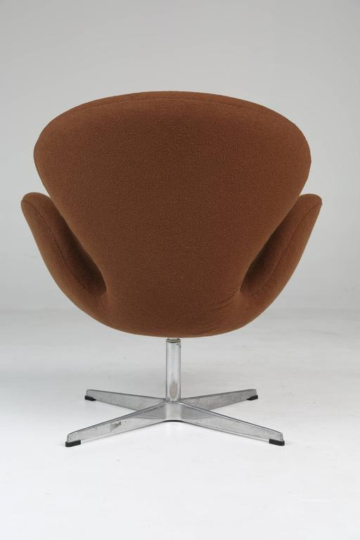 Danish Swan Swivel Arm Chair by Arne Jacobsen for Fritz Hansen For Sale