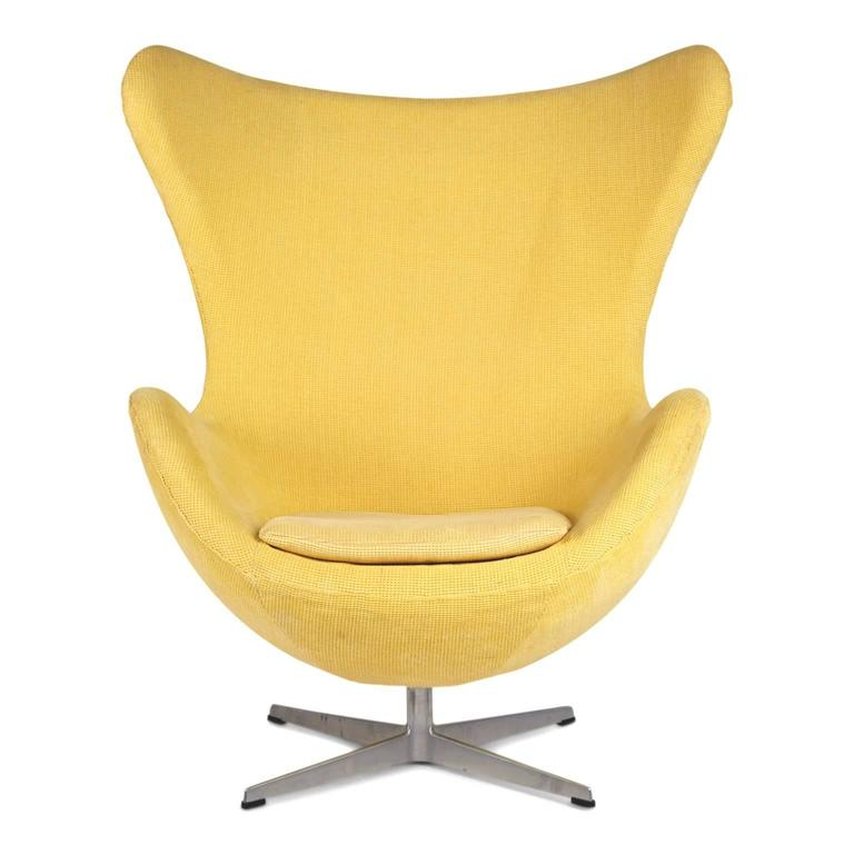 Scandinavian Modern Arne Jacobsen for Fritz Hansen Model 3316 Egg Chairs and Footstools