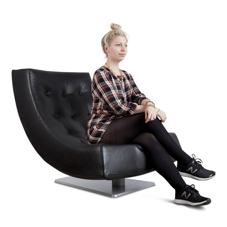 Large Modern Tufted Black Leather Swivel Scoop Lounge Chairs, Pair, circa 1980 For Sale 5