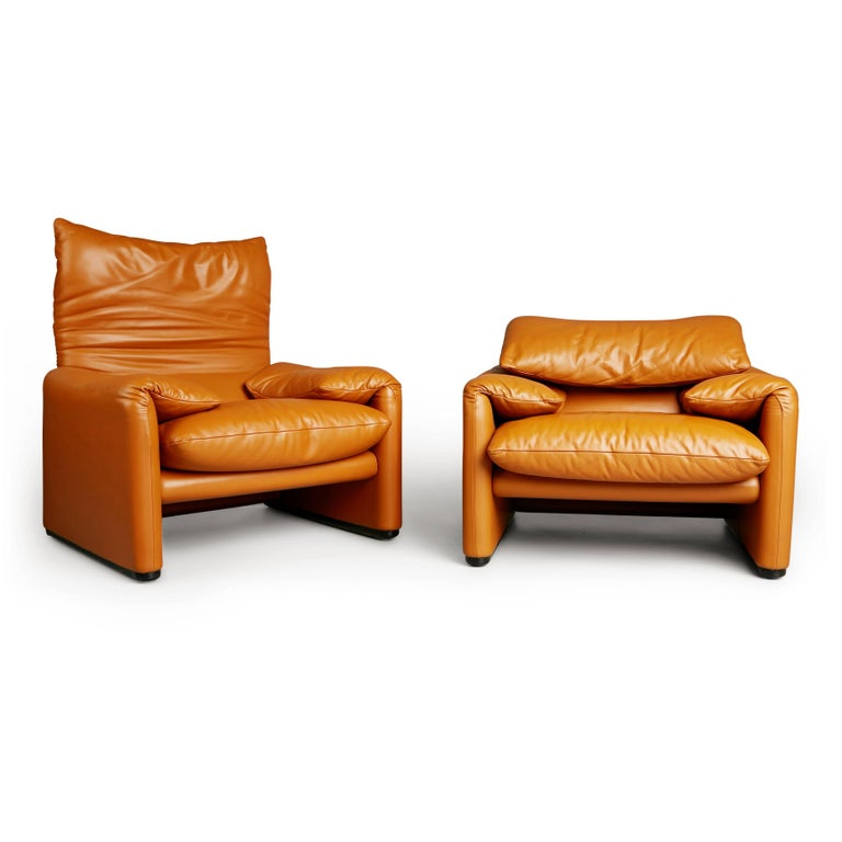 Modern Maralunga Club Chairs by Vico Magistretti for Cassina, circa 1973 For Sale