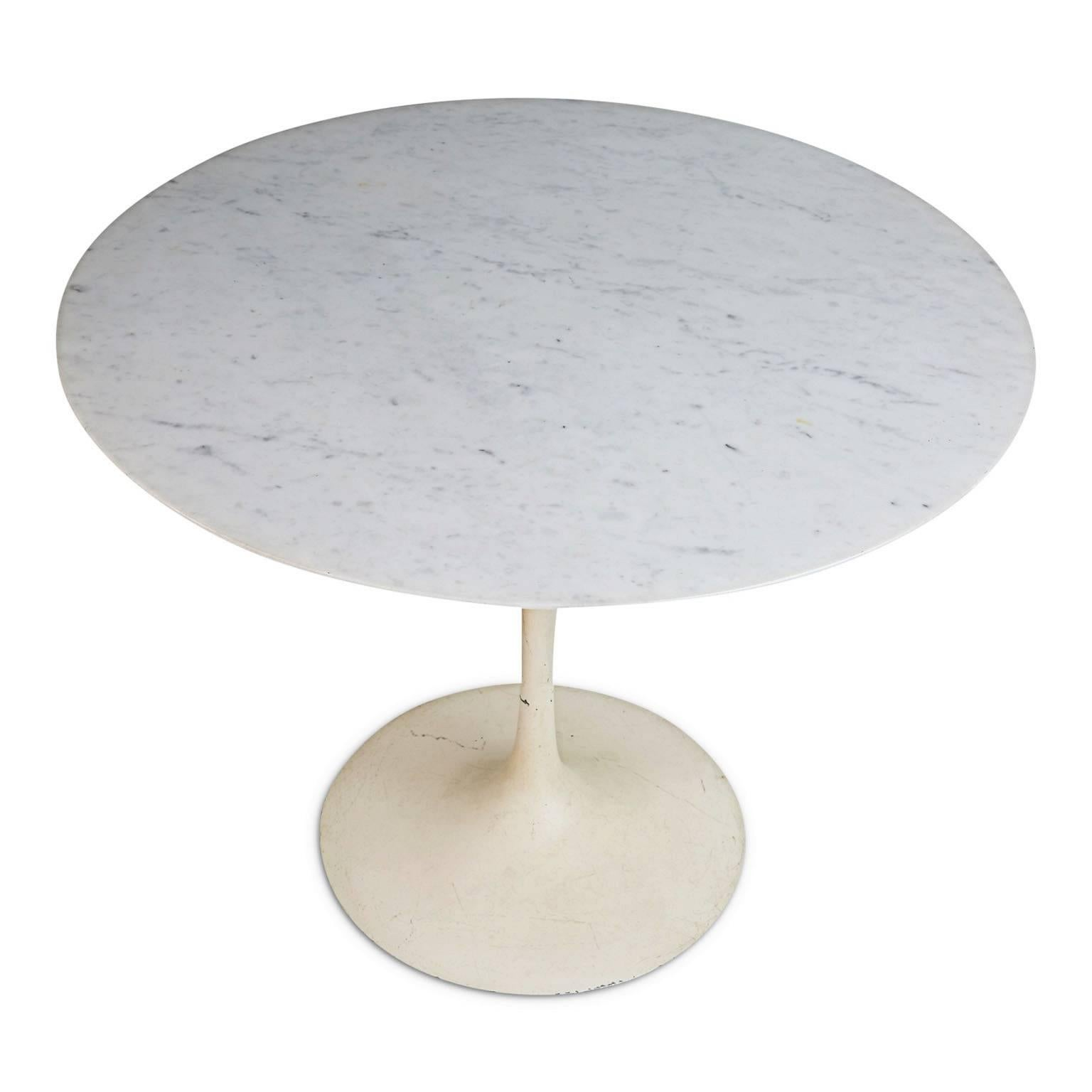Very Elegant Marble Top Dining Table One of the most highly coveted vintage-designer items at present, this elegant  marble