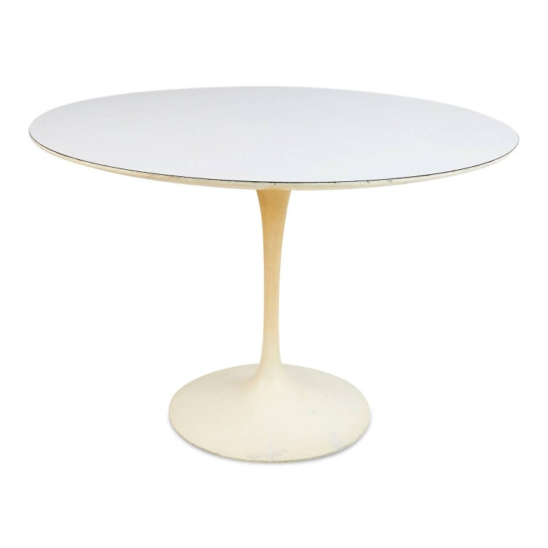 This rare original 1st-Generation production Tulip dining table by Eero Saarinen for Knoll Associates retains the Early 320 Park Ave Knoll Associates