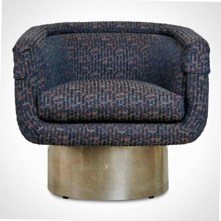 Elegant Leon Rosen swivel chair for the Pace collection. This club chair has a tub seat which retains the original upholstery comprising of a small square geometric pattern consisting of navy, dark teal, pale amber, muted rust, purple and small