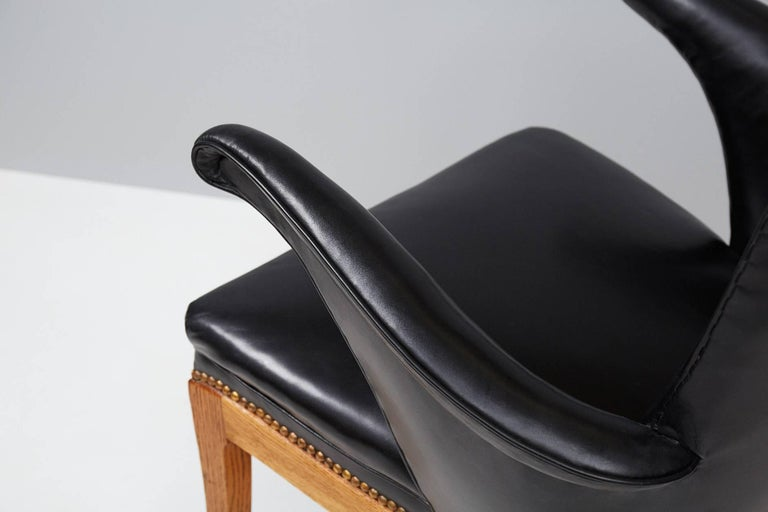 Frits Henningsen Armchairs, Oak and Leather In Excellent Condition For Sale In London, GB