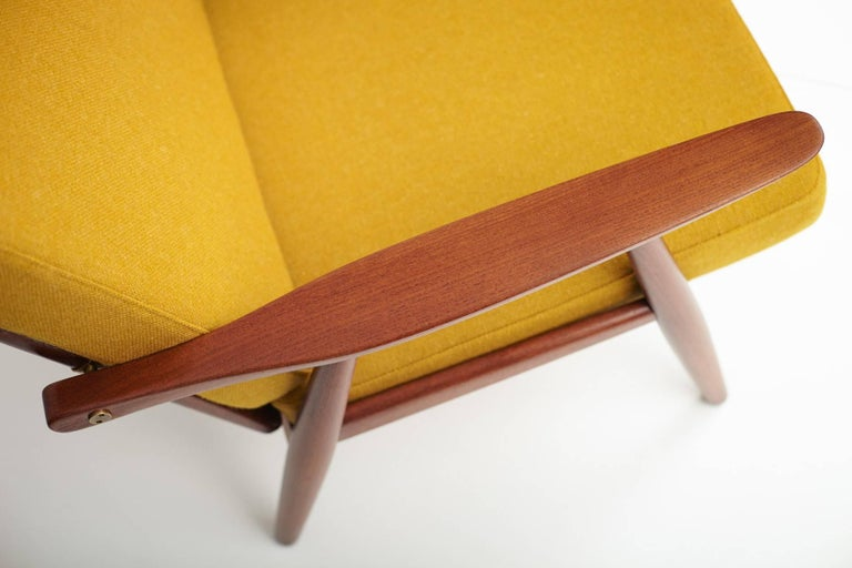 Hans J. Wegner GE-270 Teak Lounge Chair, 1956 In Excellent Condition For Sale In London, GB
