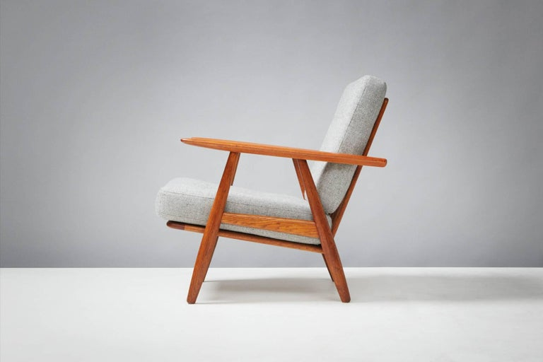Scandinavian Modern Hans Wegner GE-240 Oak Cigar Chair For Sale