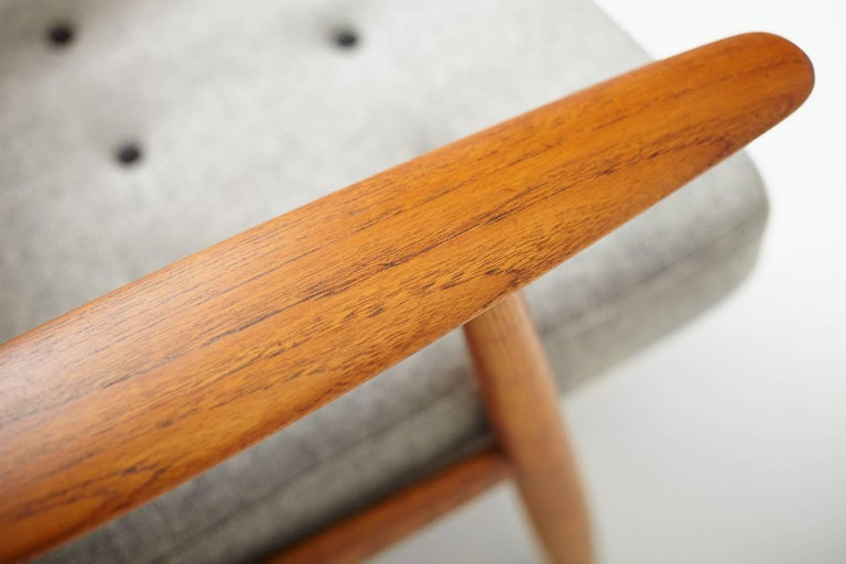 Hans Wegner GE-240 Oak Cigar Chair In Excellent Condition For Sale In London, GB