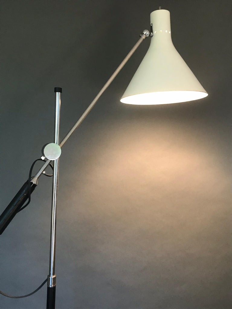 Architectural One Arm Lamp  In Good Condition For Sale In Los Angeles, CA