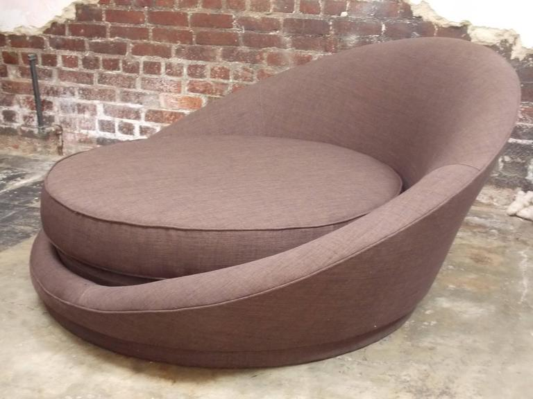 Milo Baughman Round Loveseat or Lounge Chair with Ottoman In Excellent Condition In Los Angeles, CA