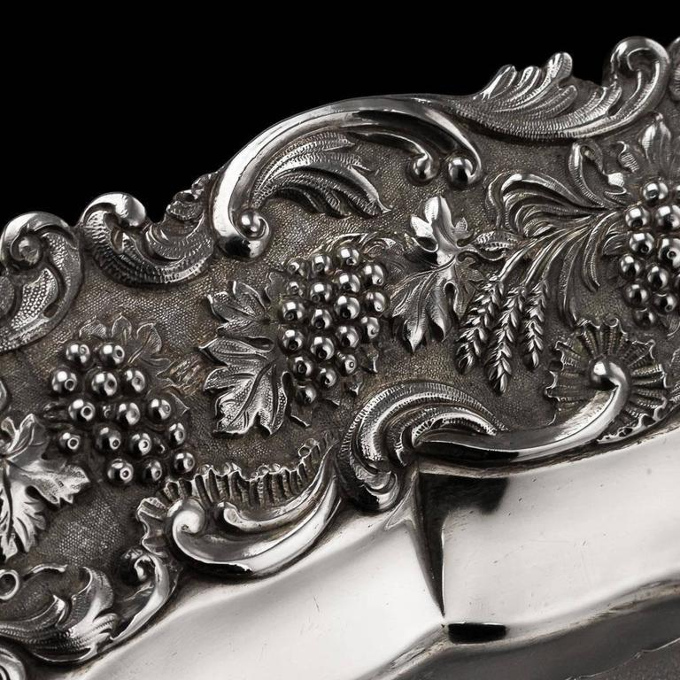 19th Century Regency Solid Silver Magnificent Salver Tray, J Hayne, circa 1827 In Excellent Condition For Sale In London, GB