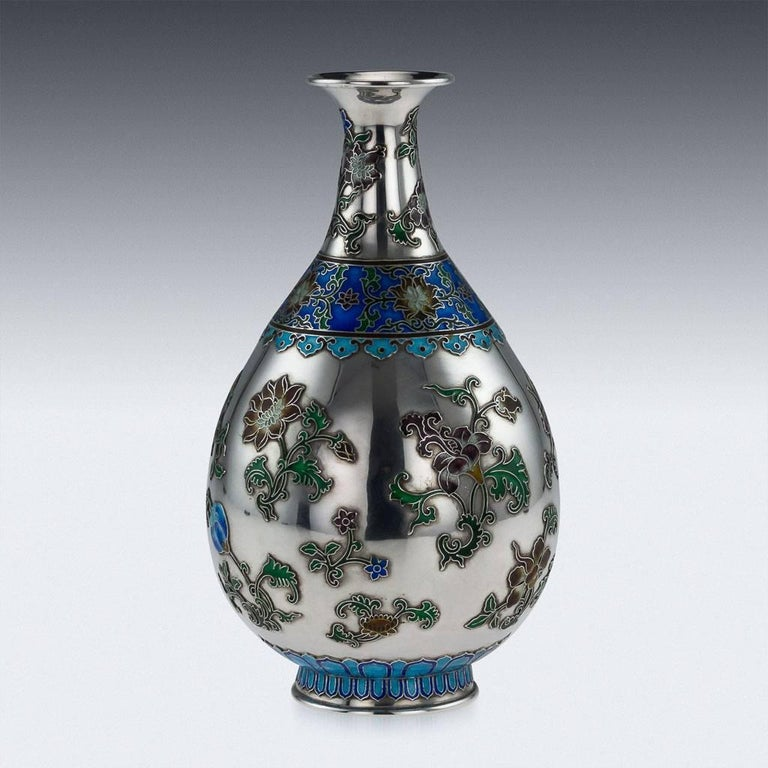 Antique Rare Chinese Export Solid Silver and Enamel Vase, circa 1880 In Excellent Condition For Sale In London, GB