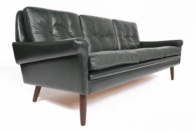 svend skipper dark green leather sofa at 1stdibs. Black Bedroom Furniture Sets. Home Design Ideas