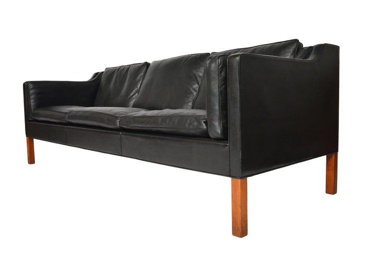 Borge Mogensen Model 2213 Black Leather Sofa #2 In Excellent Condition For Sale In Berkeley, CA