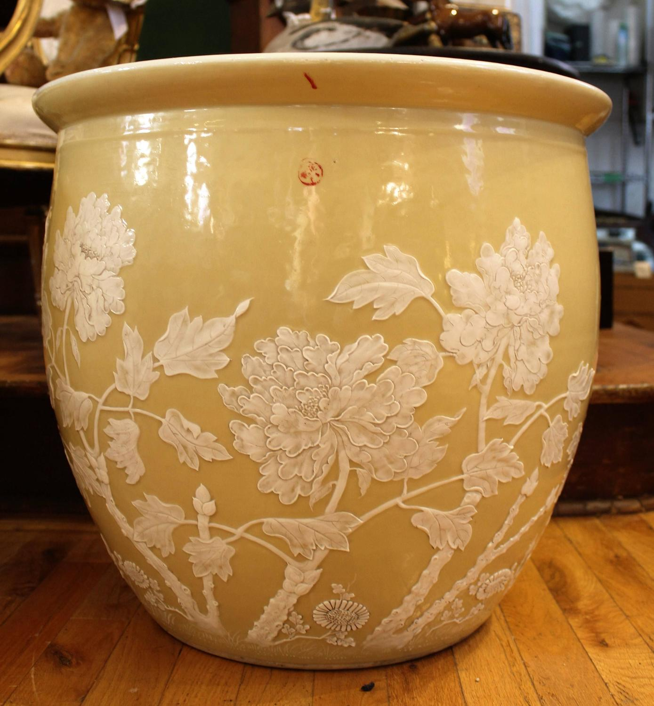 Pair Of Chinese 39 Pate Sur Pate 39 Ceramic Jardinieres Or