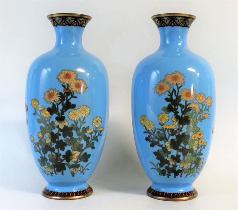 Pair of Japanese Meiji Period Cloisonné Vase's In Good Condition For Sale In Hamilton, Ontario
