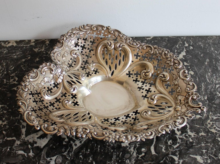 Gorham Pierced Sterling Silver Heart Shaped Basket In Good Condition For Sale In Hamilton, Ontario