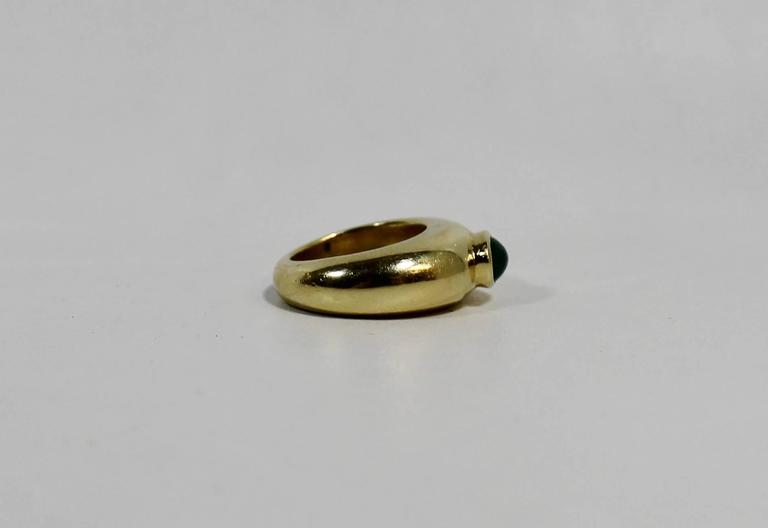 Ladies 18-karat gold ring with Cabachon Emerald.