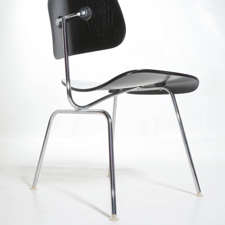 Black Eames DCM Chairs In Excellent Condition For Sale In Los Angeles, CA