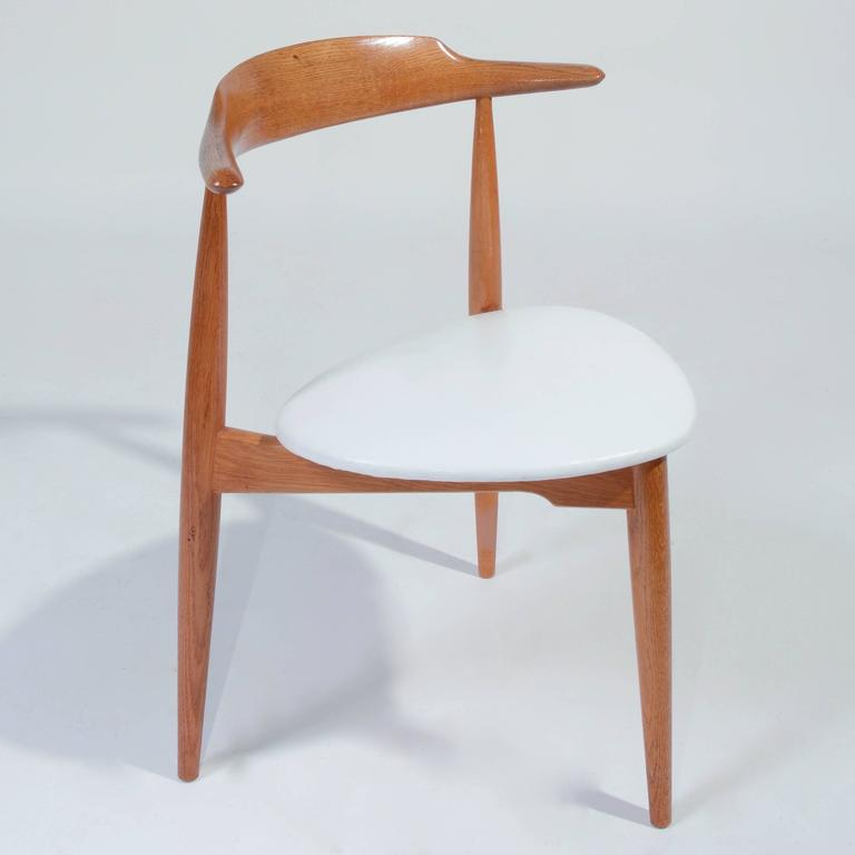 Exceptionnel Heart Chair In Oak With White Leather Seat By Hans Wegner For Fritz Hansen.