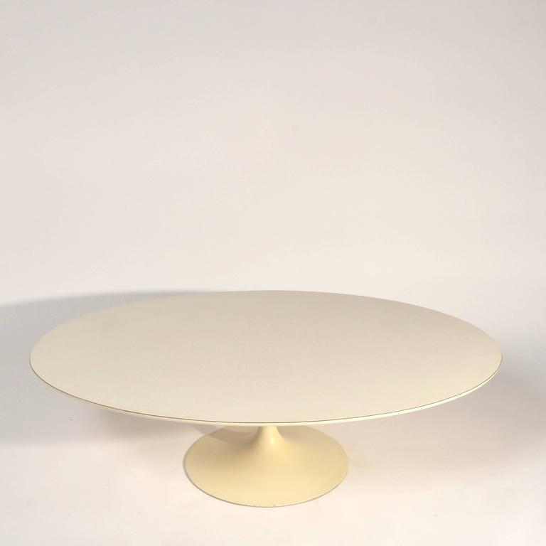 Early Knoll Tulip Base Coffee Table by Eero Saarinen, 1950s In Good Condition For Sale In Los Angeles, CA