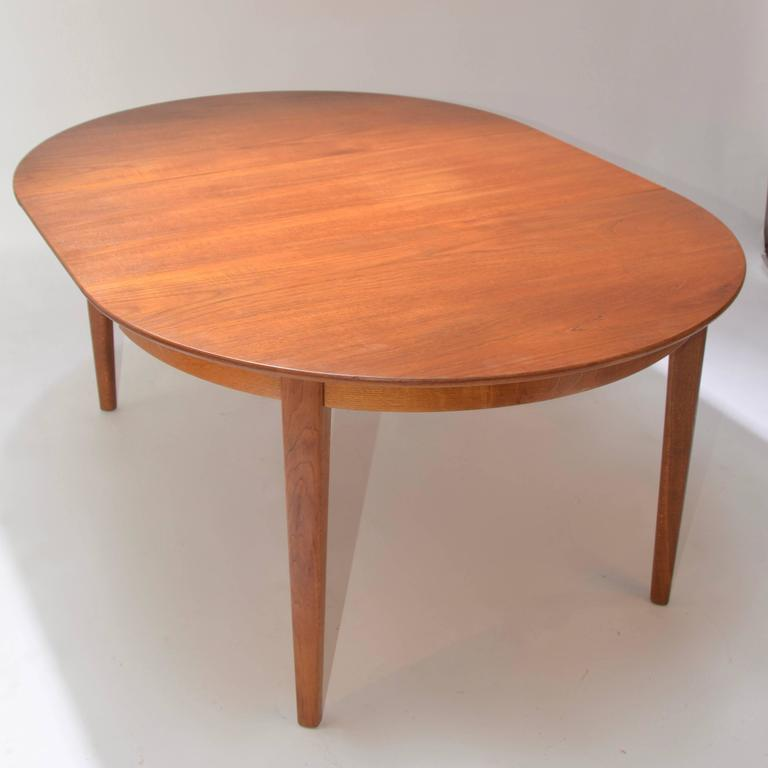 Henning Kjaernulf Teak Round Table with One Leaf In Excellent Condition For Sale In Los Angeles, CA