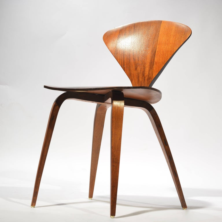 Modern Set of Four Early Norman Cherner Dining Chairs in Walnut for Plycraft  For Sale