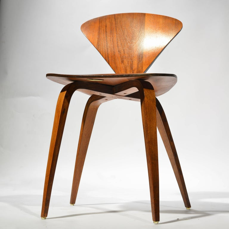 American Set of Four Early Norman Cherner Dining Chairs in Walnut for Plycraft  For Sale