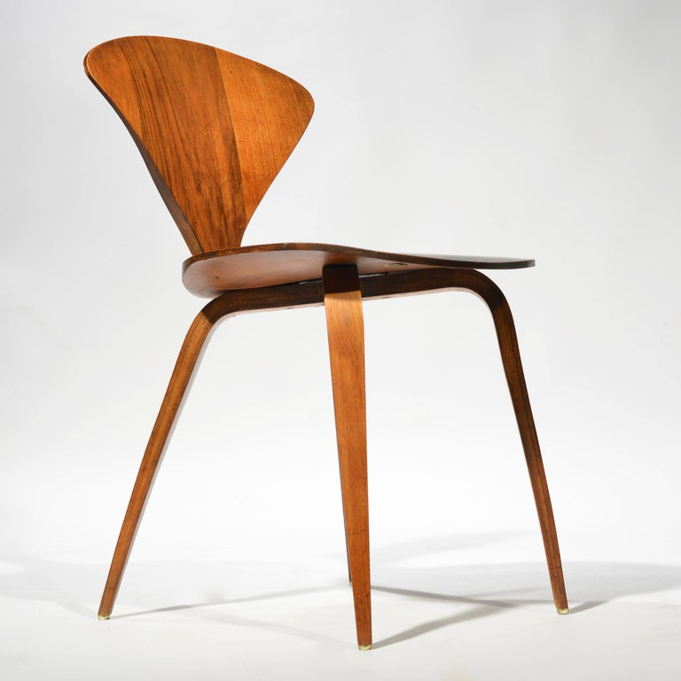 Mid-20th Century Set of Four Early Norman Cherner Dining Chairs in Walnut for Plycraft  For Sale