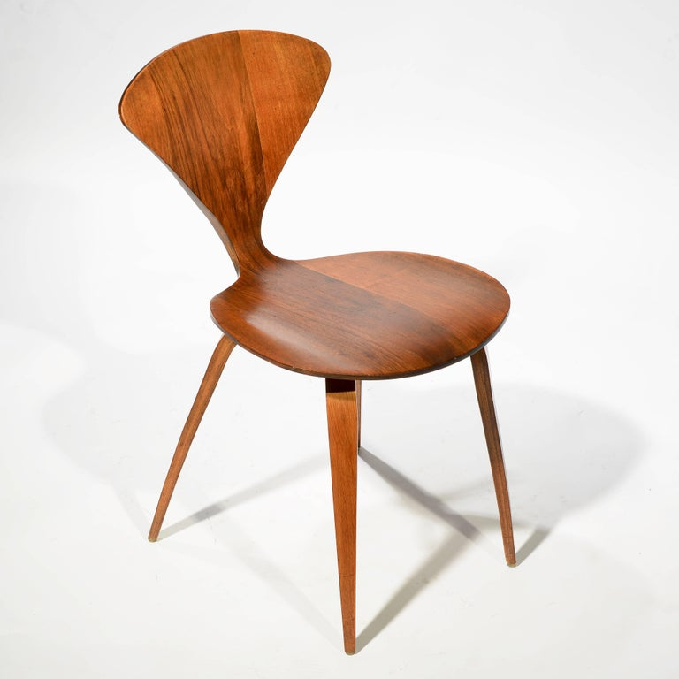 Set of Four Early Norman Cherner Dining Chairs in Walnut for Plycraft  For Sale 1
