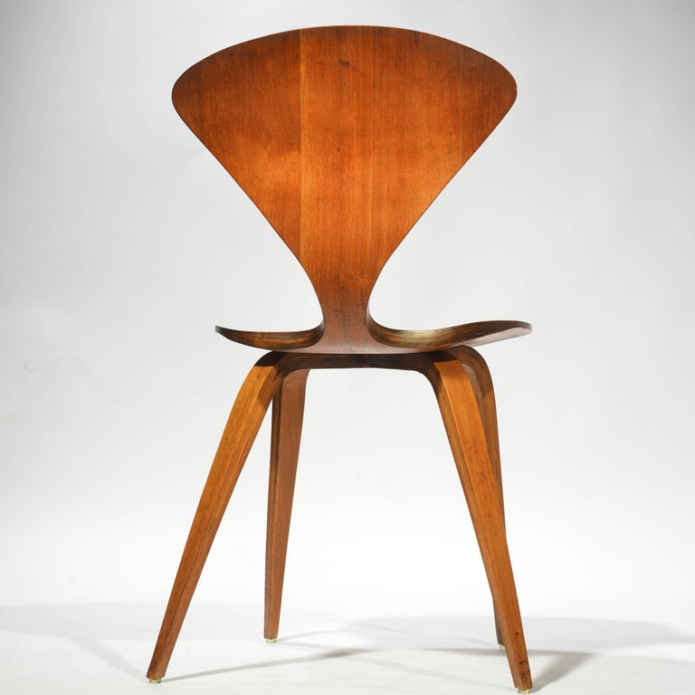 Set of Four Early Norman Cherner Dining Chairs in Walnut for Plycraft  For Sale 3