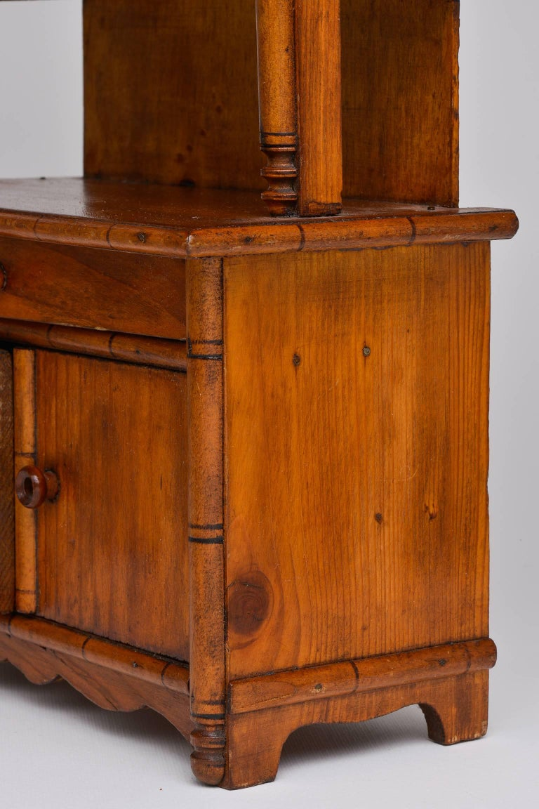 Antique Miniature Model of a French Cupboard In Excellent Condition For Sale In Alessandria, Piemonte