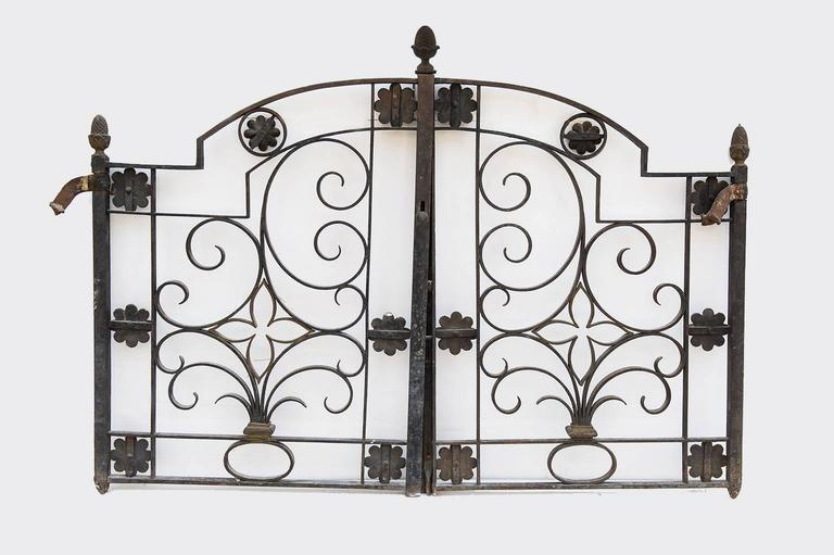 632/M, Italian antique little gate, very rare in sizes, hand-wrought iron with golden brass flowers. suitable also for interiors . Beautiful and suitable for bed headboard.